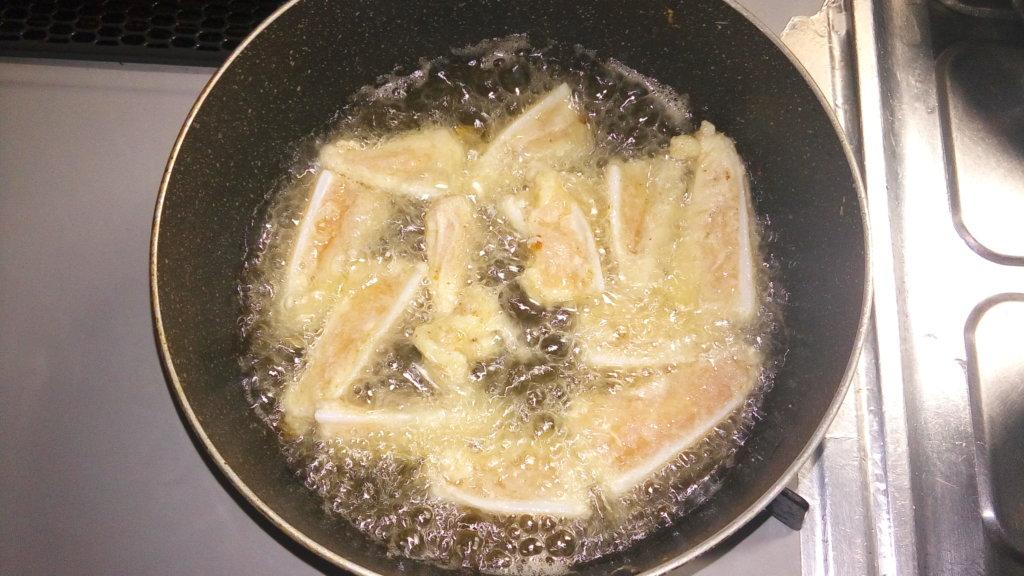 ヤゲン軟骨を片栗粉で揚げる