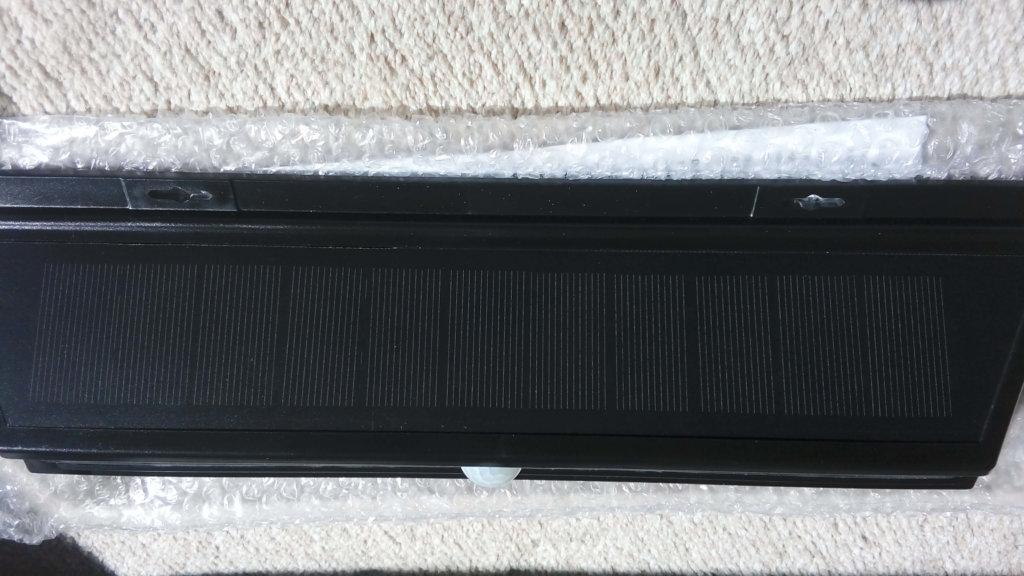 LEDソーラーライト 取り付け