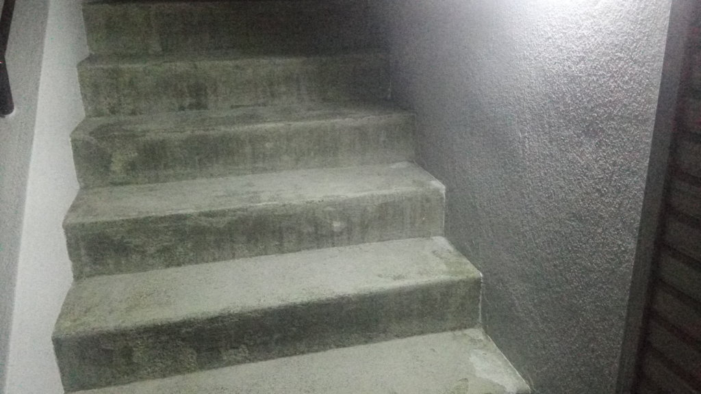 LEDソーラーライト MPOW 外階段
