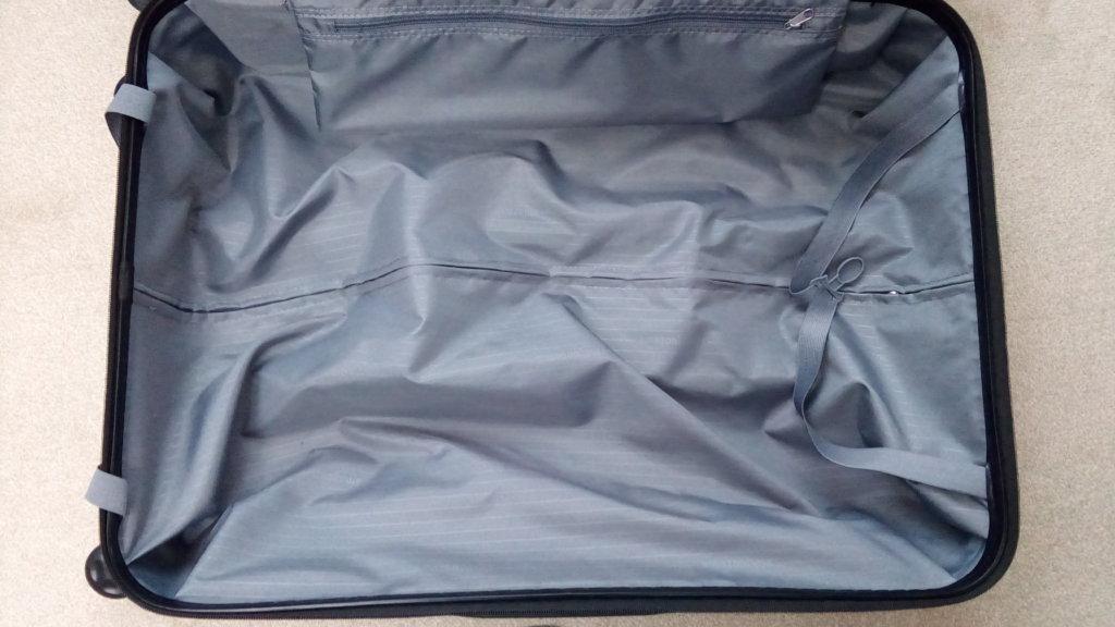 Amazonベーシック スーツケース 広さ