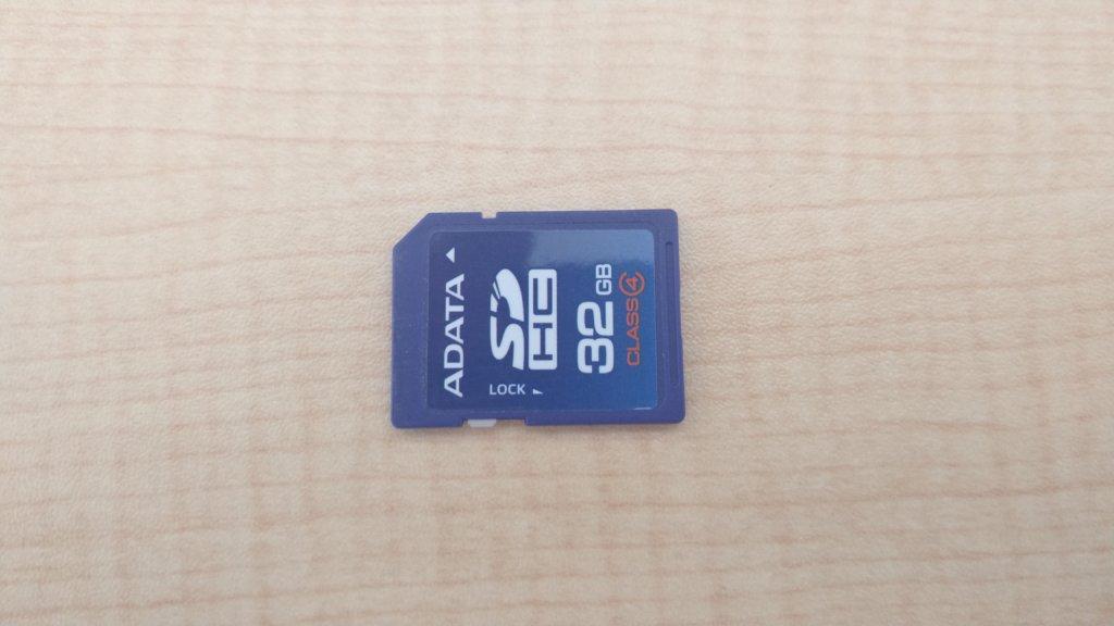 初心者 ミラーレス一眼 必要な物 SDカード